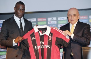 Mario Balotelli Signs with AC Milan